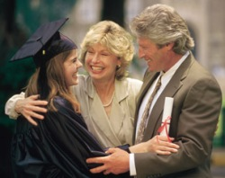 parents buying gifts for the college graduates
